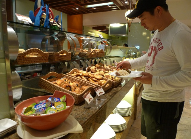 for bread lovers: marco polo cebu breakfast buffet