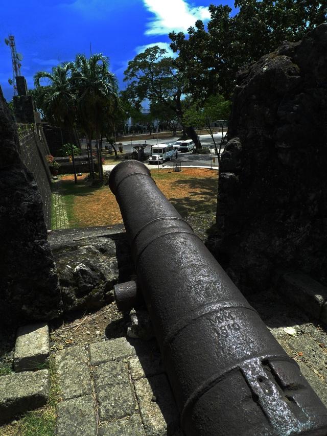 canons at fort san pedro cebu