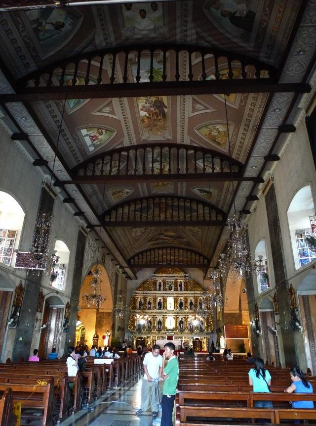 inside sto nino basílica